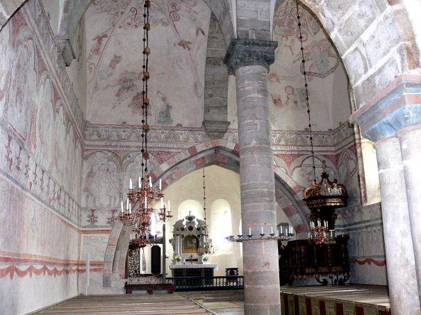 1200px-Gotland-Gothem_kyrka_Kirchenschiff_01
